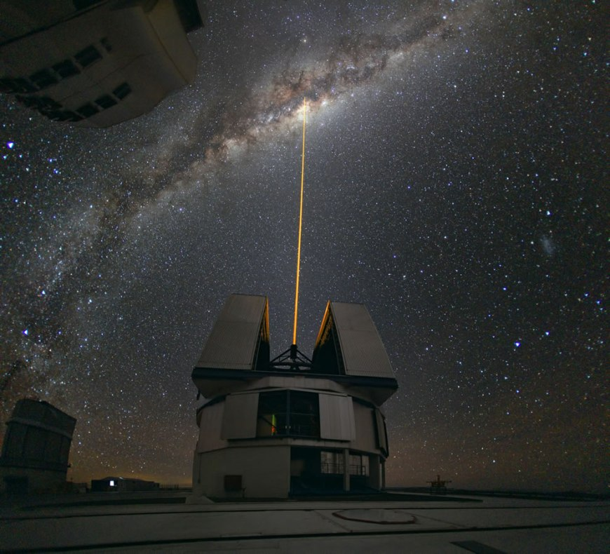 ESO Laser Towards Milky Ways Center