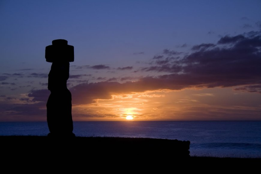 Sunset at Tahai Ahu - Easter Island