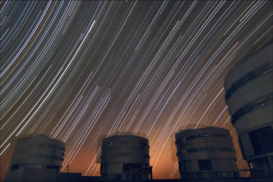 ESO - Trailing stars above Paranal