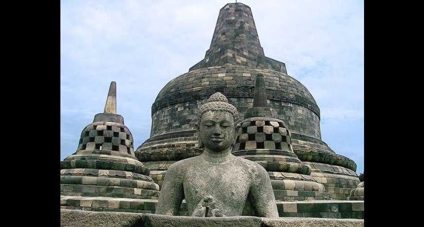 Buddha at borobudur - main stupa