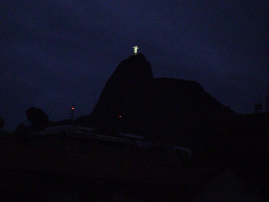 Cristo Redentor visto ao amanhecer by night helicopter