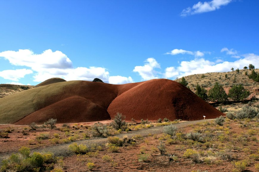 Painted mounds - John Day