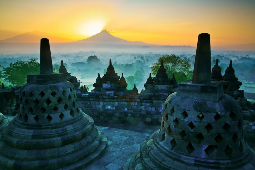 Sunrise over the big stupa at Borobudur temple