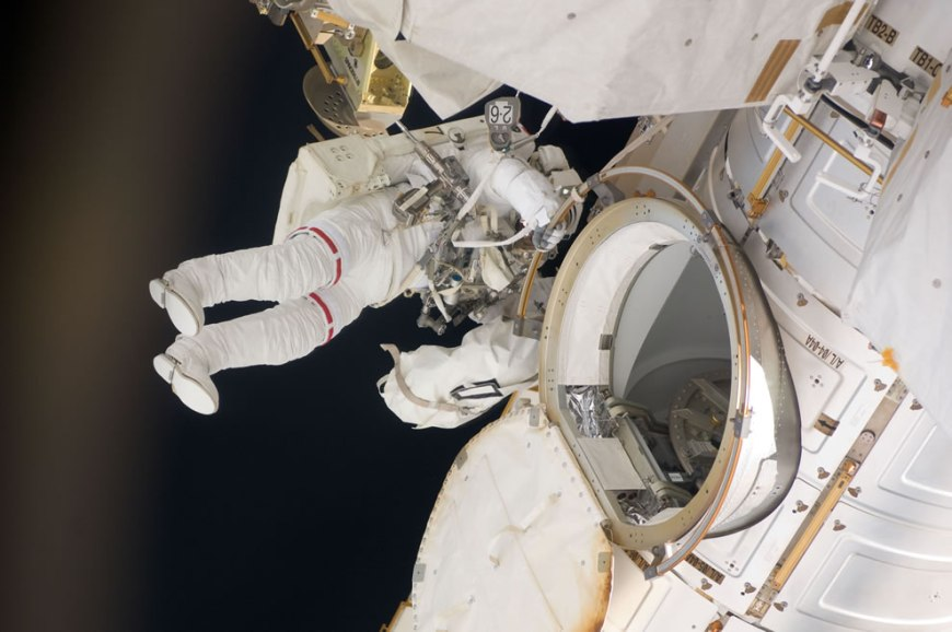Astronaut Greg Chamitoff Completes the Mission's First EVA