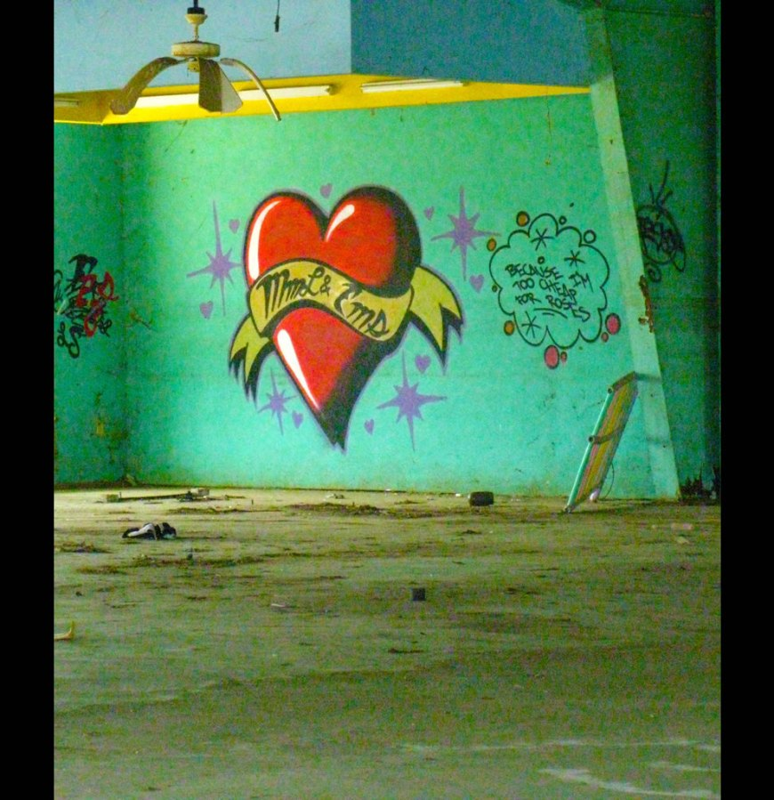 melting fans & painted heart - because I'm too cheap for roses at New Orleans abandoned six flags