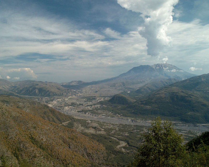 Mount Saint Helens from west, State of Washington 9-15-2001