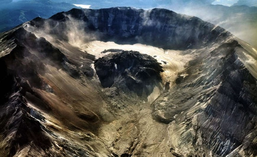 Mount St. Helens and Crater Glacier, Cascade Range, Washington