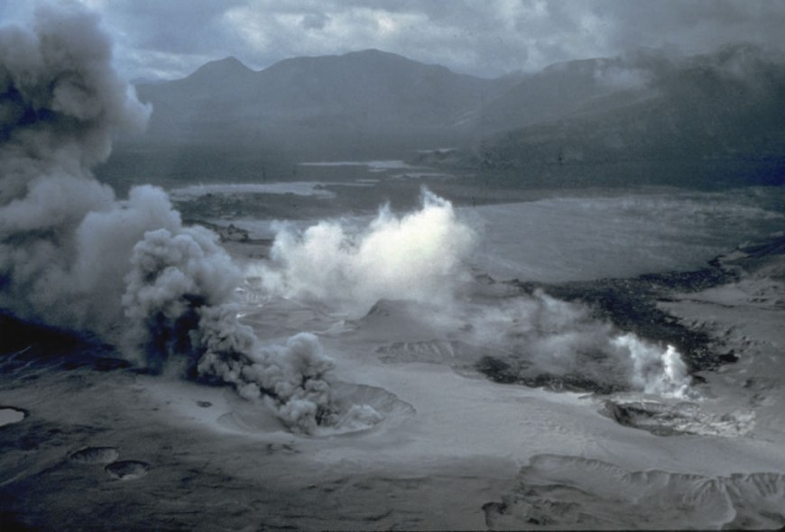 Spirit Lake, Pumice Plain, and phreatic explosions, soon after the May 18, 1980 eruption of Mount St. Helens