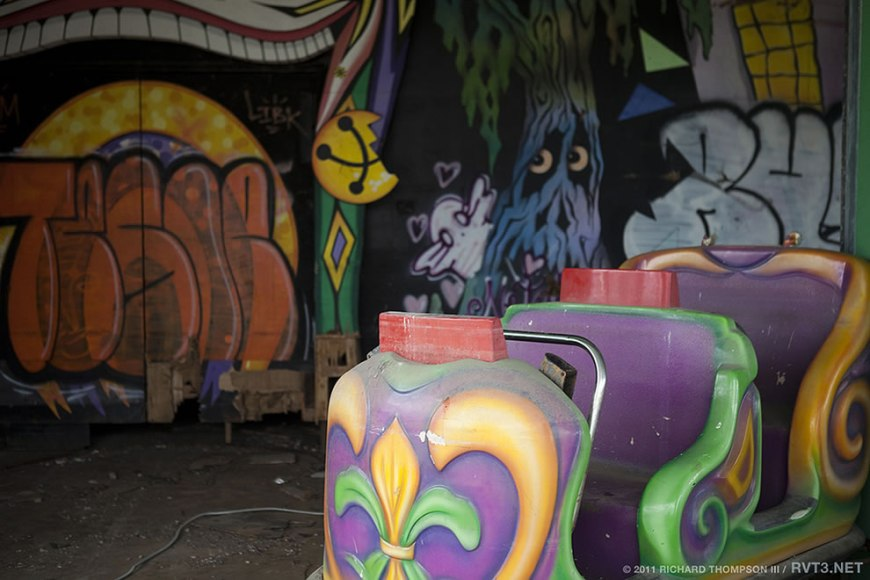 Spooky Abandoned Six Flags 'Jazzland Park' 2011