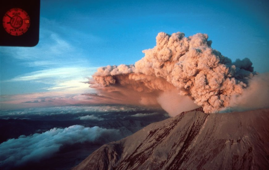 Sunset on the July 22, 1980 eruption of Mount St. Helens, looking northeast