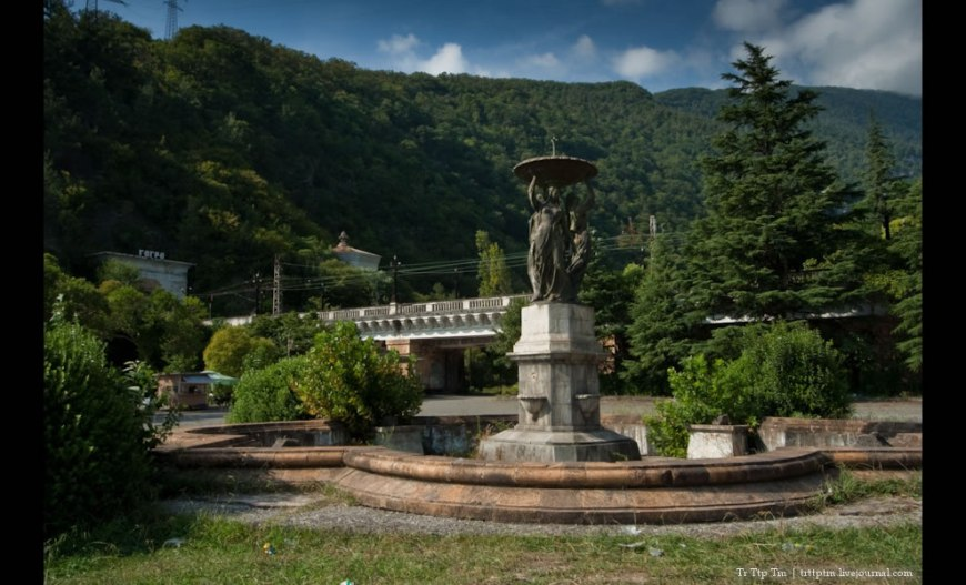 3 Graces Fountain - Gagra