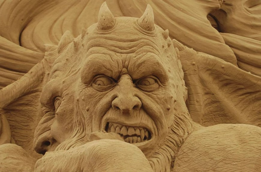 sand demon sculpture - Dante's Inferno