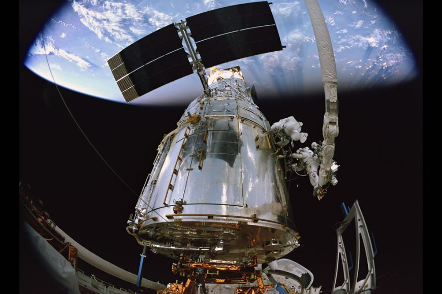 Hubble 3D offers a vivid, first-person view of the Atlantis STS-125 Mission
