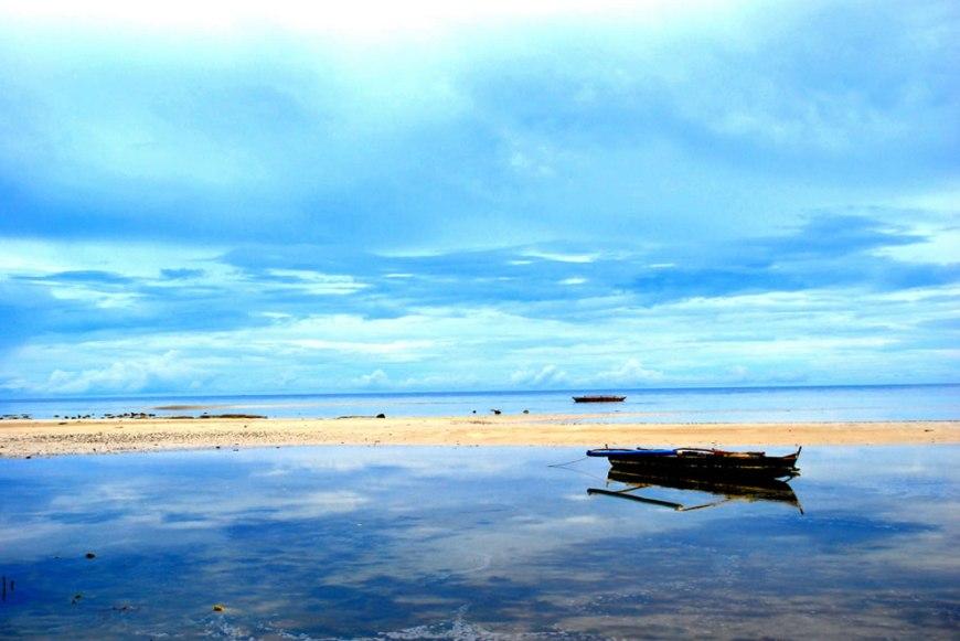It's Oh So Quiet at Puerto Princesa beach