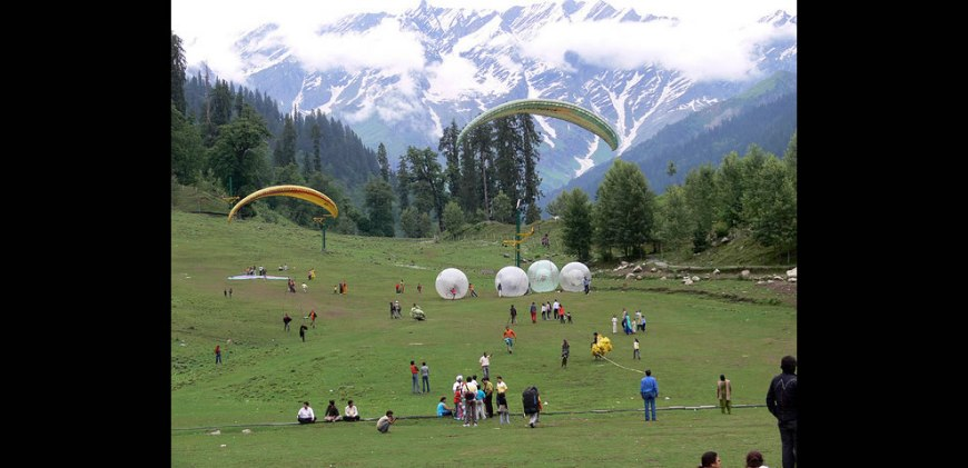 Paragliding in Solang Valley, Manali, India