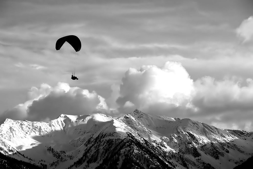 shadow flyer, paragliding in Italy