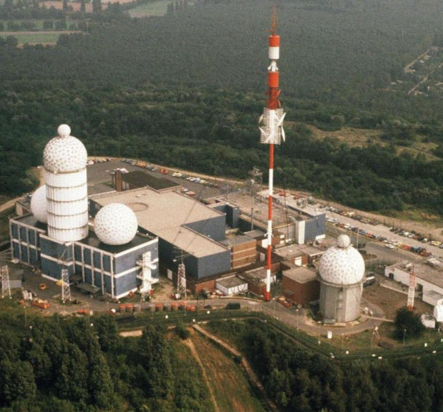 The aerial image depicts approximately the maximum installation on the Teufelsberg as it once was