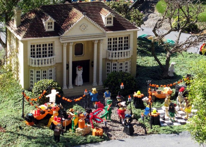 A Lego Halloween party