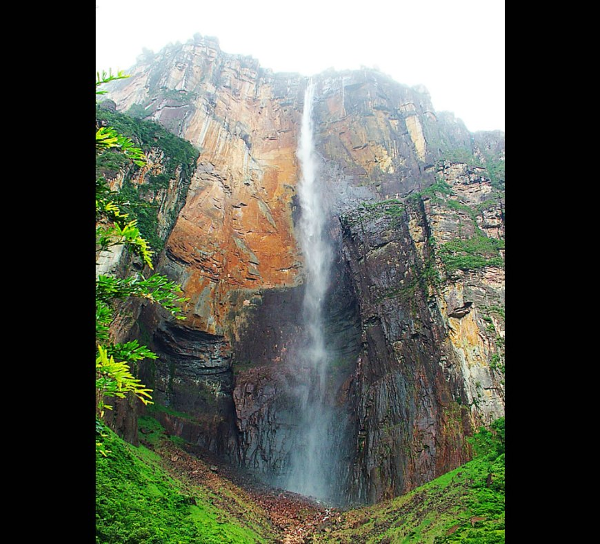 Kerepakupai Vená (also Salto Ángel or Angel Falls in english) is the world's highest free-falling waterfall - located on the Auyantepuy in Canaima National Park, Venezuela