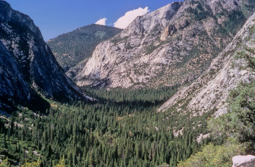 Hiking in the wilderness of Kings Canyon National Park