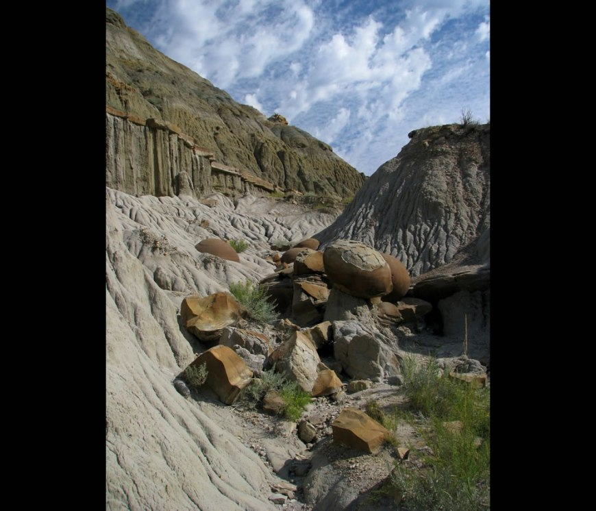 Theodore Roosevelt National Park - Cannonball concretions pullout