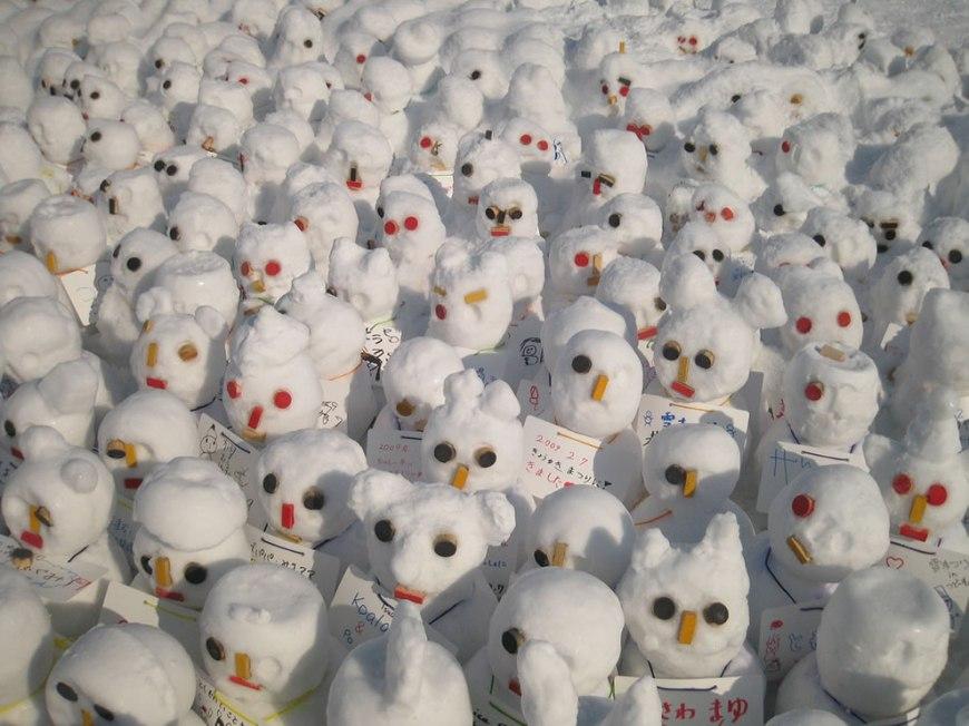 Calvin & Hobbes tiny snowman army