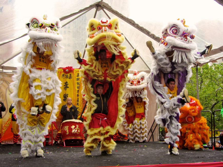 Year of the Dragon, Lion dance