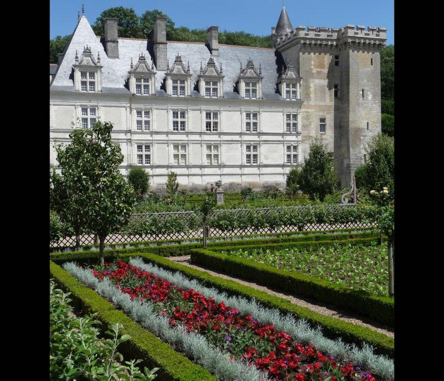 strolling through Château de Villandry
