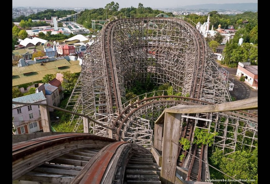 Abandoned Nara Dreamland in August 2011 from Aska roller coaster