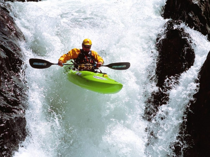 Extreme Kayaking Wallpaper