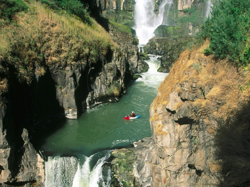 Extreme sport, kayaking White River Falls in Oregon