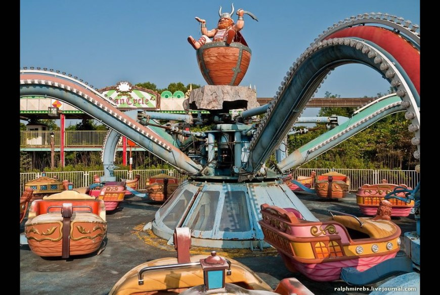 Lonely Viking ride at derelict Dreamland in August 2011
