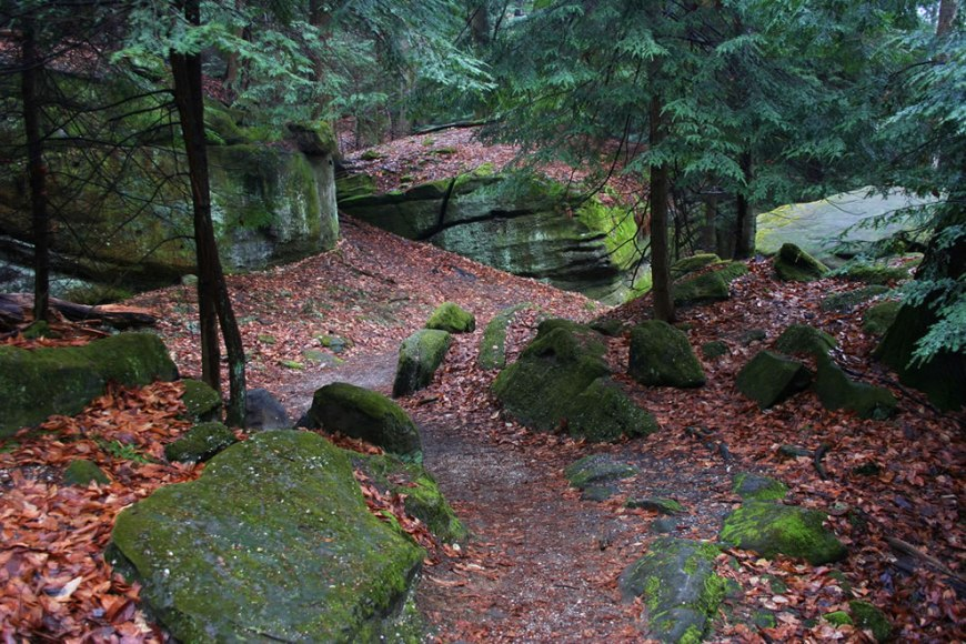 Ritchie Ledges, Trails to the cave at CVNP