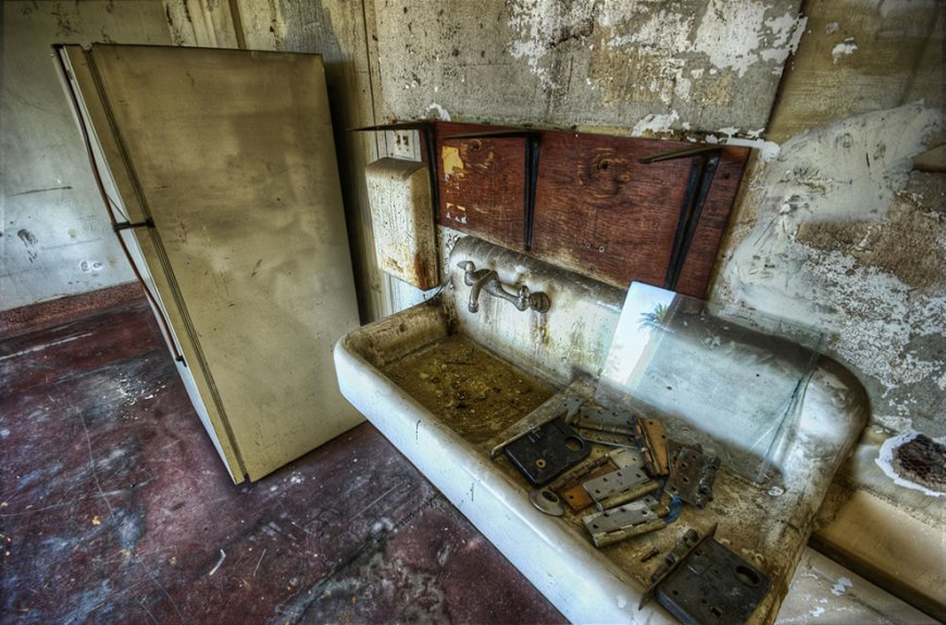 Grungy room in haunted Linda Vista Hospital is future room for grandma