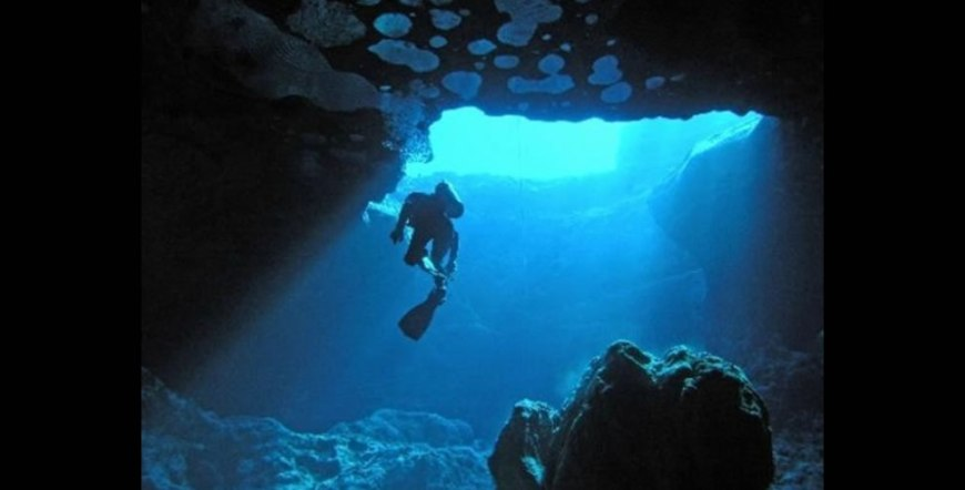 Cave diving at Vortex Spring