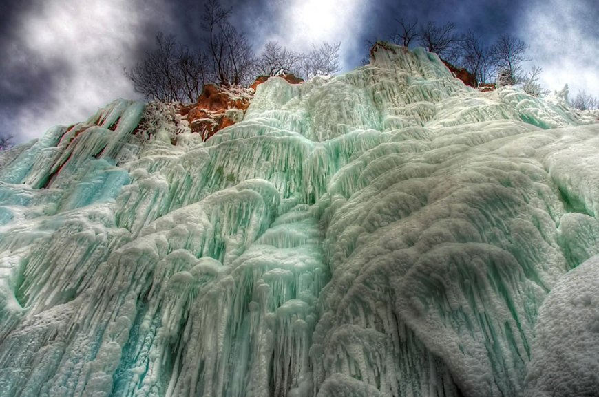 Plitvice organ - frozen waterfall