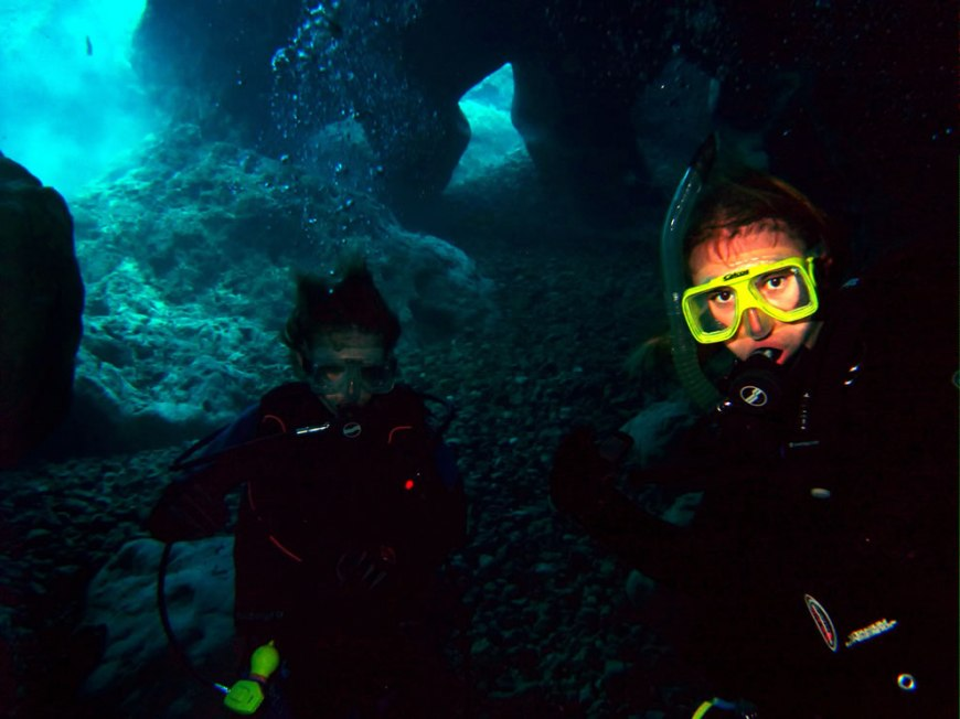 Scuba -- cave diving at Vortex Springs