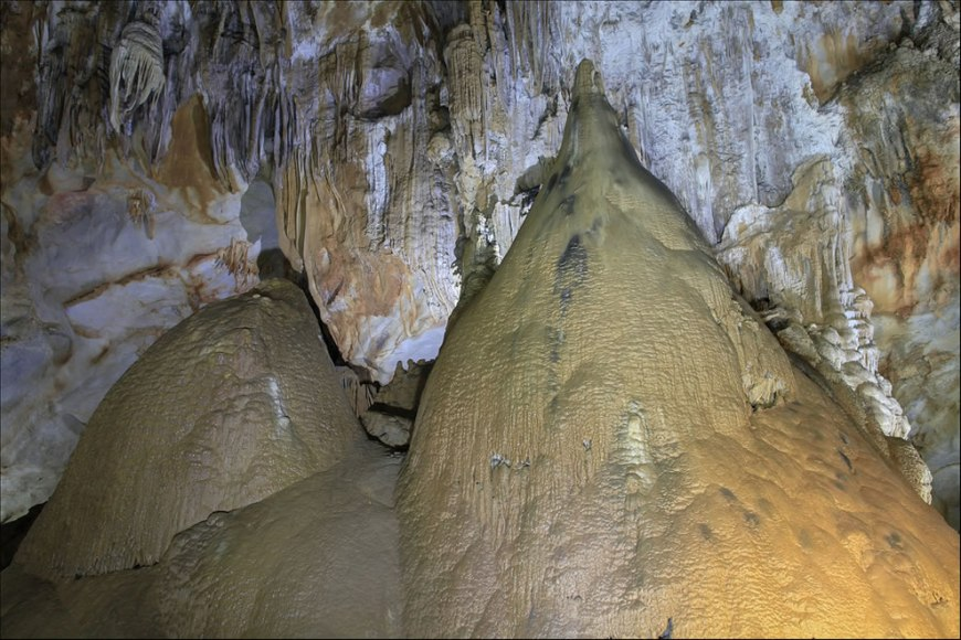 Bizarre formations at Phong Nha Ke Bang National Park, Paradise Cave