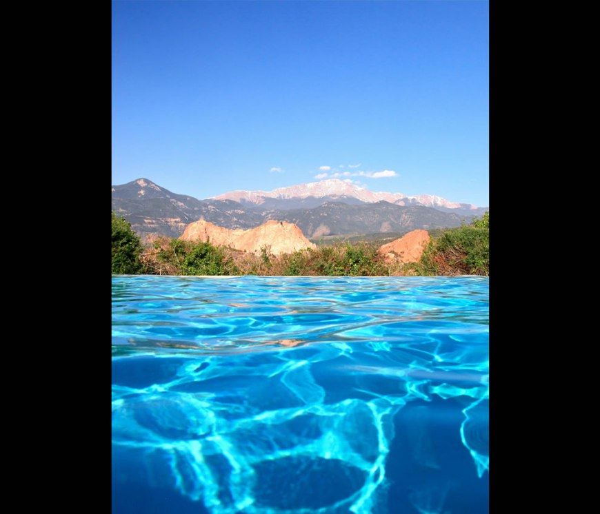 Infinity pool at the Garden of the Gods Club Crawlstroke to Pikes Peak