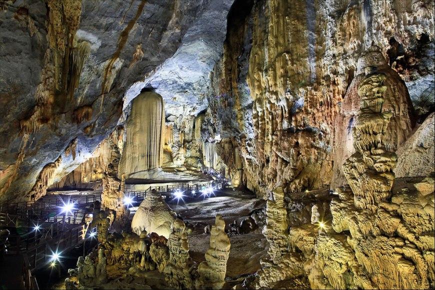 Động Thiên Đường -- Paradise Cave at Phong Nha-Ke Bang National Park - Vietnam
