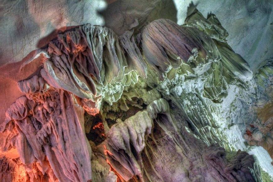 Vietnam, Paradise cave stalactites