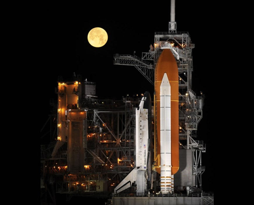 #13 – 28 votes in Picture of the Year Final; A nearly full moon sets as the space shuttle Discovery sits atop Launch pad 39A at the Kennedy Space Center in Cape Canaveral, Florida, USA in the early morning hours of Wednesday, March 11, 2009