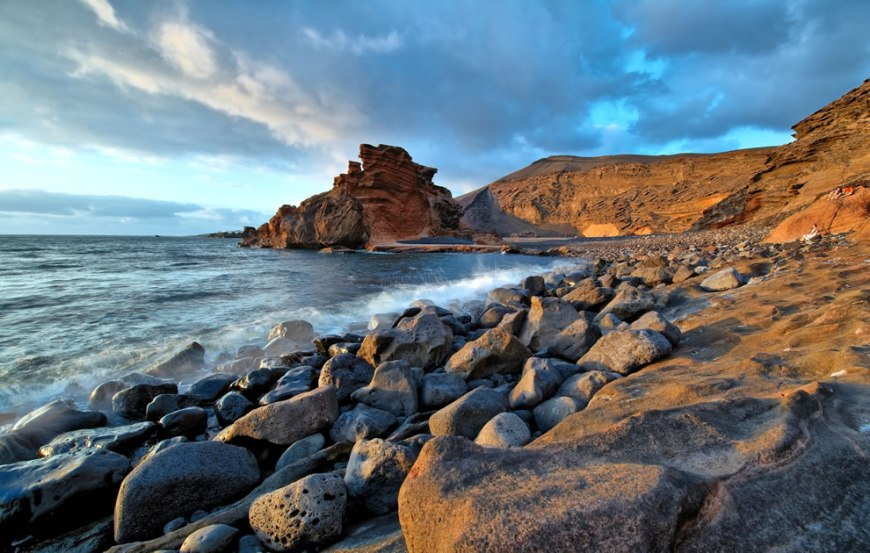 World Photography Day, Creative Commons License, Wikimedia Commons Picture of the Year winners #20 – 17 votes in Final; El Golfo Beach in Lanzarote, Canary Islands (Spain)