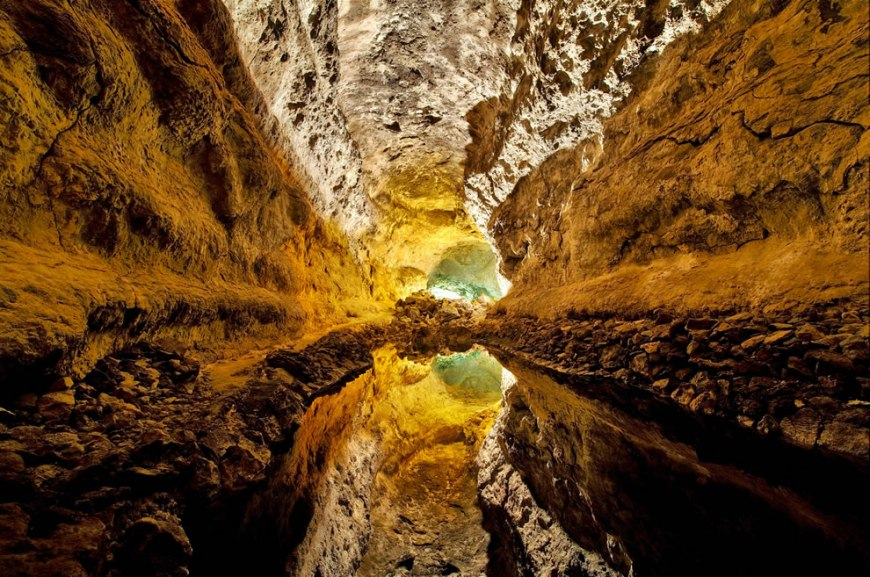 Wikimedia Commons #3 picture of the year 2011 -- World photography day Cueva de los Verdes, Canary Islands, Spain. Reflection on water