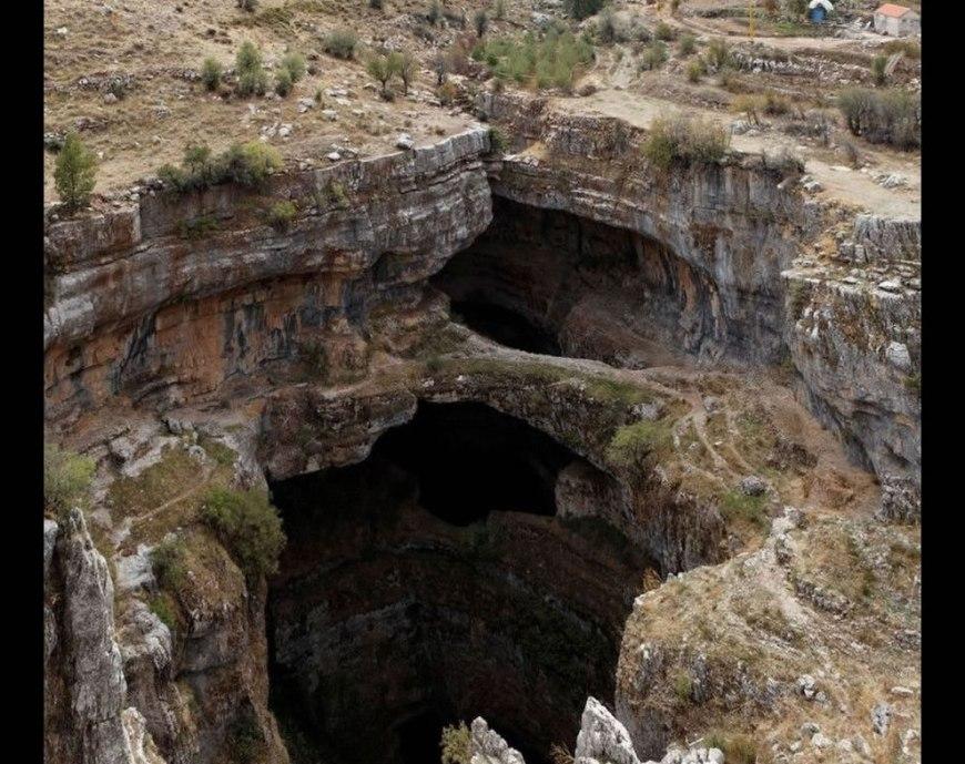 Baatara abyss gap of three bridges - Dry season at Baatara gorge
