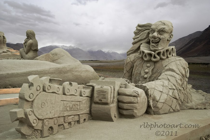 Buzzy the Clown Sand Sculpture