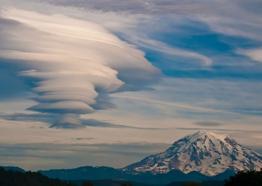 Lenticular over Mt Rainer Outdoor Scenes