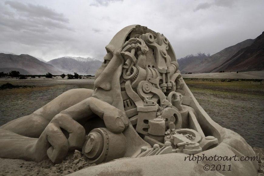 The Mechanical Mind Sand Sculpture